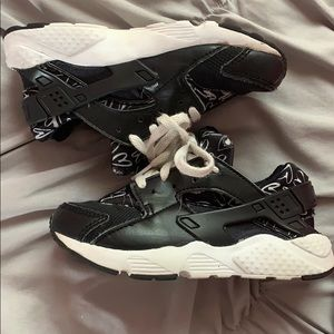 Nike Shoes - Girls Nike sneakers